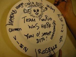 sino ba naman mag-iisip na malalaglag sya at mag-crack? huhu. the plate's last and only pretty shot!
