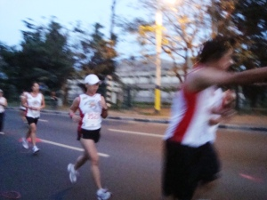 i liked this candid shot that art took of me as i was about to finish the last half of the race (tama ang form ko ha!)