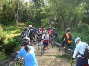 stop muna kami before taking on the long uphill... buwelo muna!