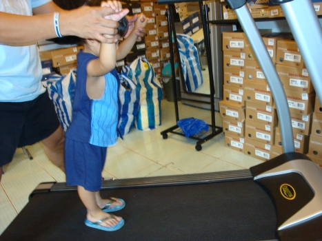 my kulit jr trying out second wind's treadmill
