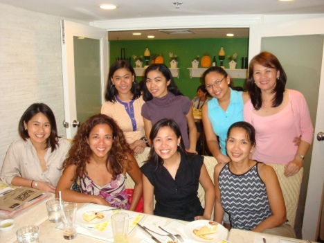 ALL GIRLS! standing - me, Que (takbo.ph), Marga (The Changeling Child), Mariel (The Solemates); seated : Joanna, Lara (Women's Health), Christine (Summit Publishing), Bards (Banana Running)