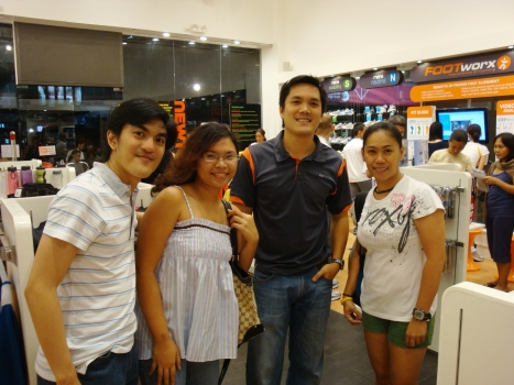 with Mark Viñas (Toby's cousin), Marga (The Changeling Child), Toby Claudio (Runnr owner) and me during our visit to Runnr