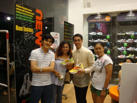newton fans all - Marga, Raymond and me with Mark Viñas (leftmost)
