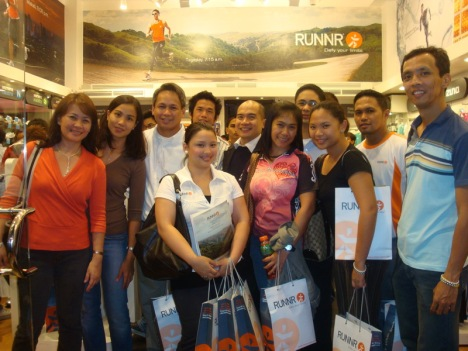 this time with Nicole and Air of Runnr (in white tops bearing the Runnr logo)