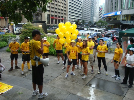 francis briefing the runners