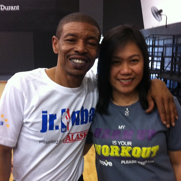 Nbas Smallest Player Muggsy Bogues In Manila Kulit On The Run
