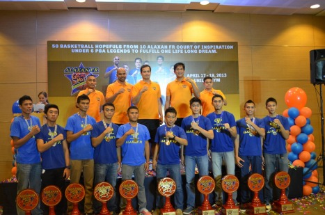 Ten Youth rise from 50 VisMin hopefuls as basketball legends culminate Alaxan FR National Galing Mo! Camp (L-R) 1st Row: L-R Ronnie Magsanoc, Benjie Paras, Alvin Patrimonio, Jerry Codinera, and Johnny Abarrientos 2nd Row: Top 10 Winners of Alaxan FR Galing Mo Natonal Camp! L-R John Ballentes, Tyke Bano, Gabriel Dagangon. Dan Audris Lagbas, Carl Soreno, MVP Rhys Jefferson Flores, Rhodelle Nagac, Miguel Plata, Michael Kent Salado,  Josuel Macarines