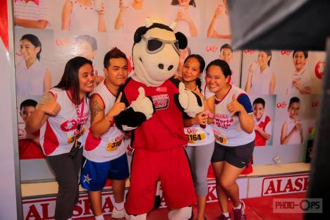 runners enjoy the photo booth with E-Cow, the Alaska mascot