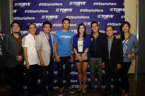 Toby's Sports family with James Yap and Michele Gumabao
