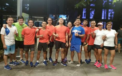 Bloggers and Team Mizuno after the test run